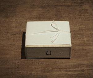 山形県産の桐箱でお包み